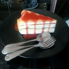 Photo taken at Lomo Cafe'' (โลโม่ คาเฟ่) by Tong B. on 7/21/2013
