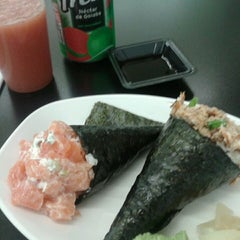 Photo taken at Hand Roll Temakeria by Gisele L. on 7/16/2013