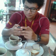 Photo taken at Eton Kopitiam, Bukit Jelutong by Khairul A. on 10/19/2012