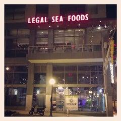 Photo taken at Legal Sea Foods - Downtown Atlanta by Rafael A. on 4/14/2013