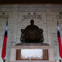 Photo taken at 中正紀念堂 Chiang Kai-Shek Memorial Hall by YMB on 5/26/2013