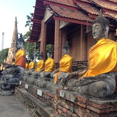 Photo taken at วัดใหญ่ชัยมงคล (Wat Yaichaimongkol) by Areeya T. on 10/5/2013