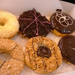 Photo taken at Big Apple Donuts & Coffee by Shazni on 12/17/2014