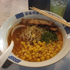 Photo taken at Ukokkei Ramen Ron by Vincent Benedict C. on 11/30/2012