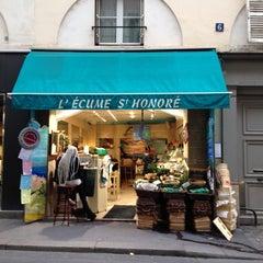 Photo taken at L'Écume Saint-Honoré by Mike D. on 10/9/2014