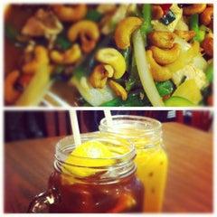Photo taken at Bennie's Thai by Victoria M. on 9/27/2012