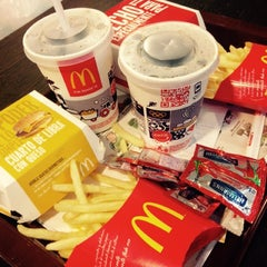 Photo taken at McDonald's by Clariss G. on 10/31/2014