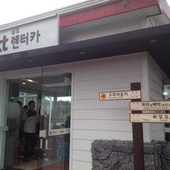Photo taken at KT 금호렌터카 by oro on 9/29/2013