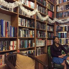 Photo taken at The Reading Room by Alby T. on 12/14/2014