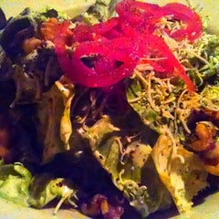 Photo taken at Romano's Macaroni Grill by Movie L. on 11/10/2014