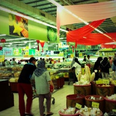 Photo taken at Giant Hypermarket by Firdaus S. on 1/13/2013