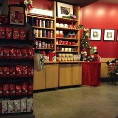 Photo taken at Starbucks (สตาร์บัคส์) by mcMickey on 11/27/2012
