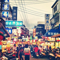 Photo taken at 逢甲夜市 Fengjia Night Market by VotreX T. on 5/14/2013