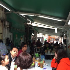 Photo taken at Bing Kee 炳記茶檔 by Johnny S. on 3/7/2015