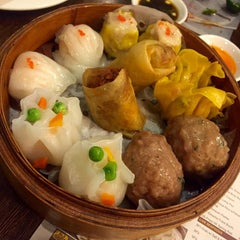 Photo taken at Yang Chow Dimsum & Teahouse by Dannylo M. on 12/6/2015