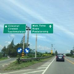 Photo taken at Gerbang Tol Buah Batu by Gepe on 7/20/2014