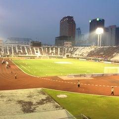Photo taken at สนามศุภชลาศัย (Supachalasai Stadium) by Neung's on 11/4/2012