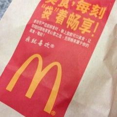 Photo taken at McDonald's 麦当劳 by Francis K. on 11/14/2012