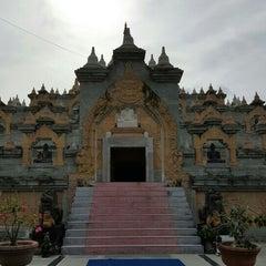 Photo taken at วัดป่ากุง (วัดประชาคมวนาราม) by Punyaphorn D. on 8/26/2015