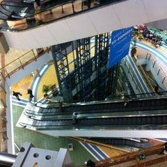 Photo taken at Tarantino Azrieli Mall by Inauri G. on 1/8/2013