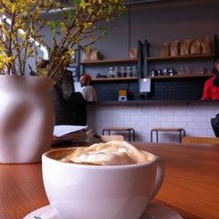 Photo taken at Big Shoulders Coffee by Karin on 12/7/2012