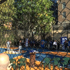 Photo taken at West 4th Street Courts (The Cage) by Byungsoo Jung on 10/20/2015