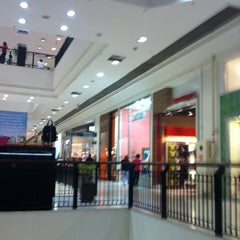 Photo taken at Shopping Metrô Santa Cruz by Bruno L. on 1/14/2013