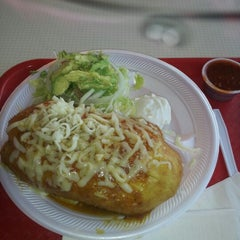 Photo taken at Pineda Tacos #3 by Switzer on 1/18/2013
