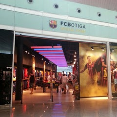 Photo taken at FCBotiga Official Store by dannooi on 8/11/2013