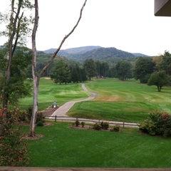 Photo taken at The Waynesville Inn Golf Resort & Spa by Jody on 10/12/2012