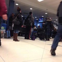 Photo taken at Gate F8 by 4⃣Leonidas™ on 1/3/2014