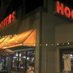 Photo taken at Hooters by Thales S. on 12/2/2012