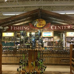 Photo taken at Bass Pro Shop by Haslindawati H. on 7/7/2013