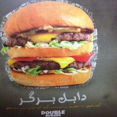 Foto tomada en Burger Land por Farzaneh H. el 7/14/2013
