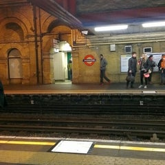 Photo taken at Paddington London Underground Station (District, Circle and Bakerloo lines) by 🔱Zaiq K. on 3/8/2013