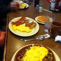 Photo taken at Cozy Corner Restaurant & Pancake House by Rosie N. on 9/15/2013