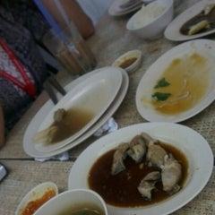 Photo taken at Restoran Nasi Ayam Malaysia by Mimie N. on 10/25/2012