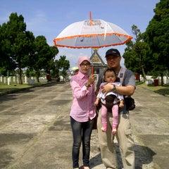 Photo taken at Taman Makam Pahlawan Nasional (TMPN) Cikutra by Jana A. on 7/31/2014