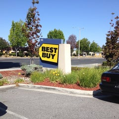 Photo taken at Best Buy by Dirk V. on 5/31/2014