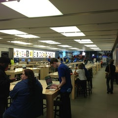 Photo taken at Apple Store, Anchorage 5th Avenue Mall by Nate N. on 7/14/2013