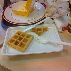 Photo taken at KFC by Maretta A. on 11/23/2013