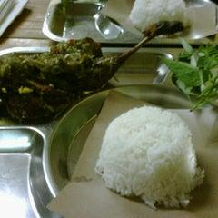 Photo taken at Bebek Goreng Pak Yogi by Purnama Sari J. on 12/8/2012