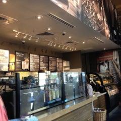 Photo taken at Starbucks by Michelle R. on 4/22/2013