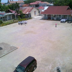 Photo taken at SMA Negeri 10 Padang by Lonna M. on 9/30/2012