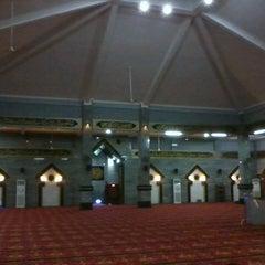 Photo taken at Masjid Raya Al-Musyawarah by Ichdinal H. on 6/9/2013