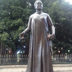 Photo taken at Queen Liliʻuokalani Statue by Ratana on 12/11/2012