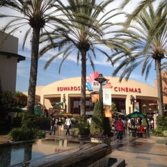 Photo taken at Edwards Long Beach  26 & IMAX by Ciella on 10/13/2012