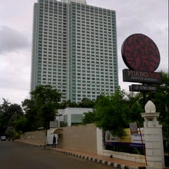 Photo taken at Hotel Mulia Senayan, Jakarta by BangFais e. on 12/31/2012