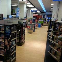 Photo taken at Best Buy by Renato K. on 11/7/2012