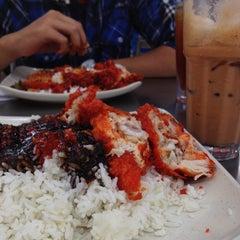 Photo taken at Restaurant Biriyani Sri Manjung by Amirul H. on 5/12/2013